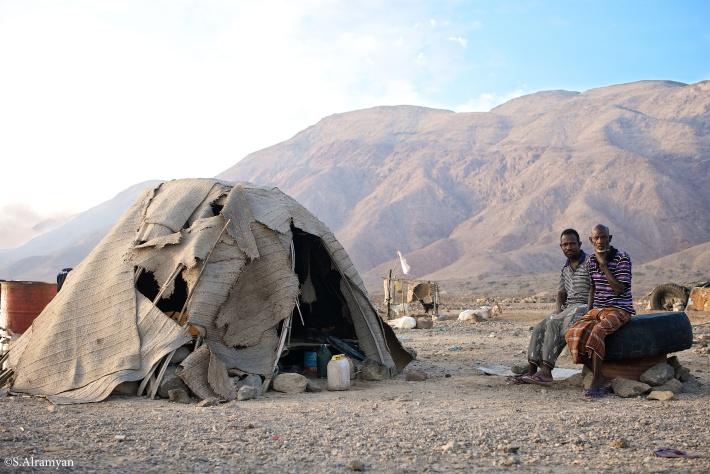 معيشة بدائية، ومنزل حسنته الوحيدة أنه متوافق مع البيئة- قرية لاك عسل